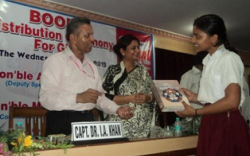 Ms Shamina Shafiq, Member, NCW was the Chief Guest in a free book distribution function at Chamber of Commerce hall, Meerut