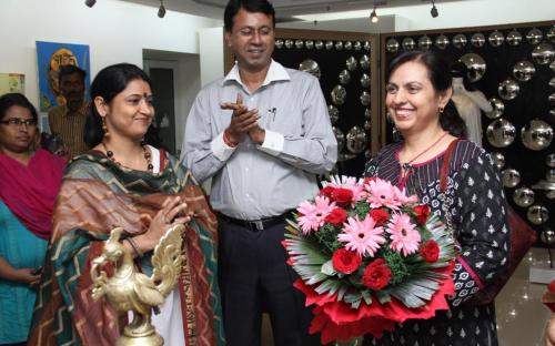 """Dr. Charu WaliKhanna, Member, NCW inaugurated exhibition """"Paint for Justice"""" on 08.11.2012 at New Delhi, organized"""