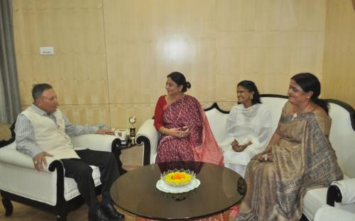 Member Mrs. Shamina Shafiq held a meeting with Hon'ble Governor Chattisgarh His Excellency Shekhar Dutt, SM in his office chamber