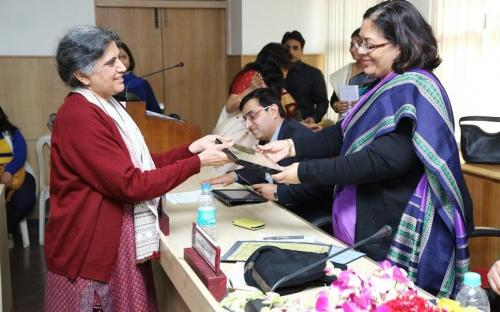 Smt. Lalitha Kumaramangalam, Hon'ble Chairperson, NCW receiving the momento during consultation on ICT and women empowerment