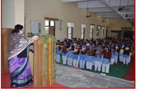 Smt. Lalitha Kumaramangalam, Hon'ble Chairperson, NCW addressing students of Govt. Girls Sr. Secondary School, Jaipur