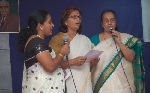 Ms. Rujuta Sarode, Lokprbha Waghe and Ujwala Dhaygude singing 'welcome song' having wording 'Etani Shakti Hame Dena Data, Manka Vishwas Kamjor Ho Na'