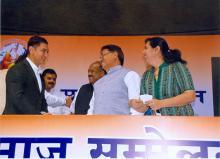Dr. Charu WaliKhanna Member, NCW distinguished guest on dias at Programme of All India Valmiki Samaj
