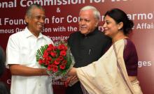 Member Shamina Shafiq and Amb. Ashok Sajjanhar welcome the chief guest Shri D R Kartikeyan